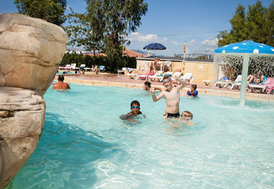 La Presquile Holiday Lodges in Provence Cote d