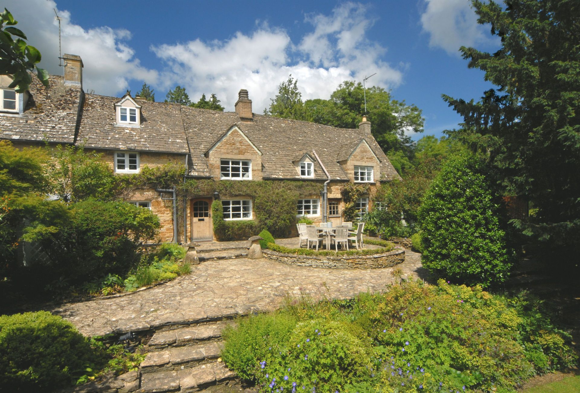Top Cottage, Oddington a british holiday cottage for 7 in ,