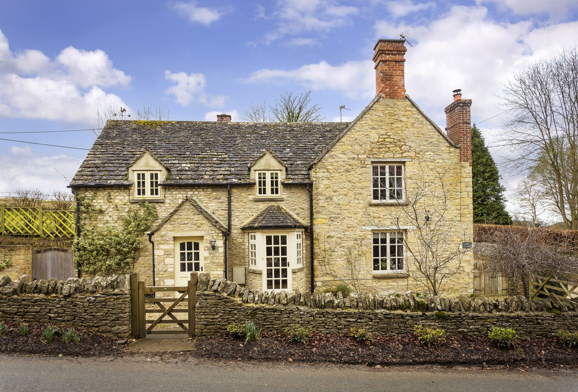 Hope Cottage (Quenington) a british holiday cottage for 6 in ,