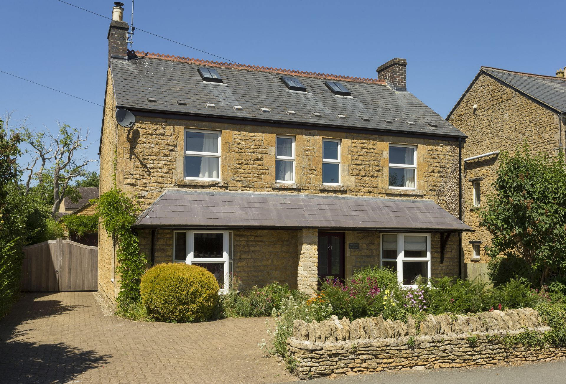 Millstone Cottage a british holiday cottage for 11 in ,