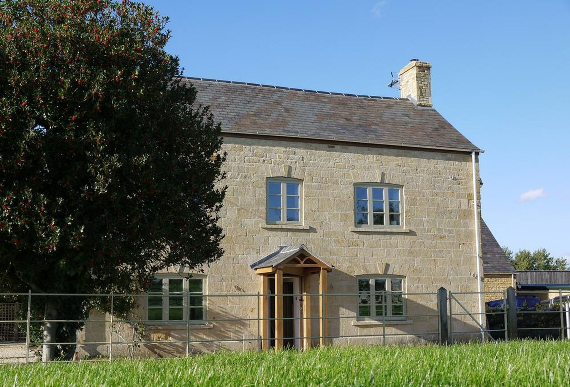Lower Farmhouse a british holiday cottage for 10 in ,