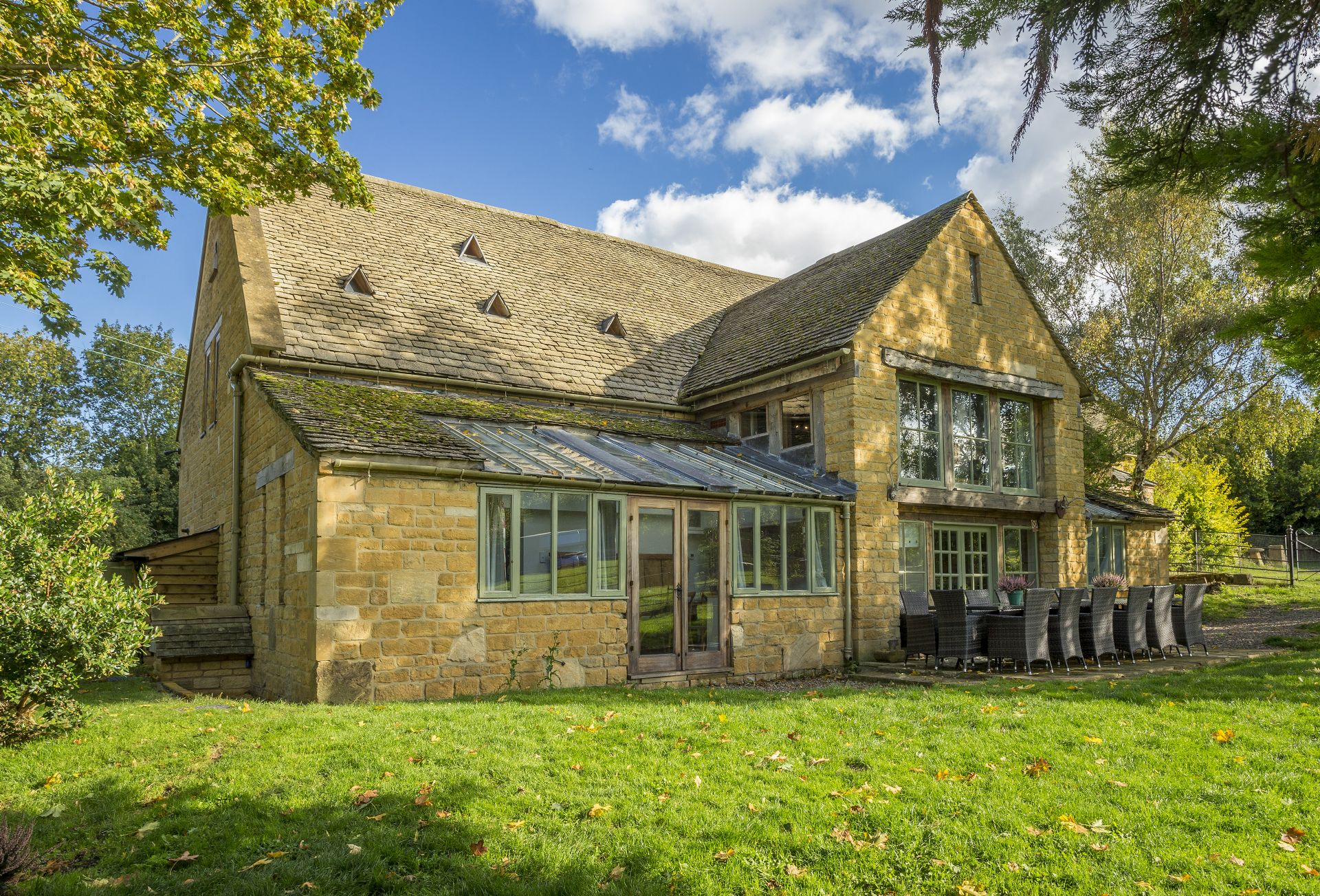 Watery Park Barn & Hiron's Piece a british holiday cottage for 26 in ,
