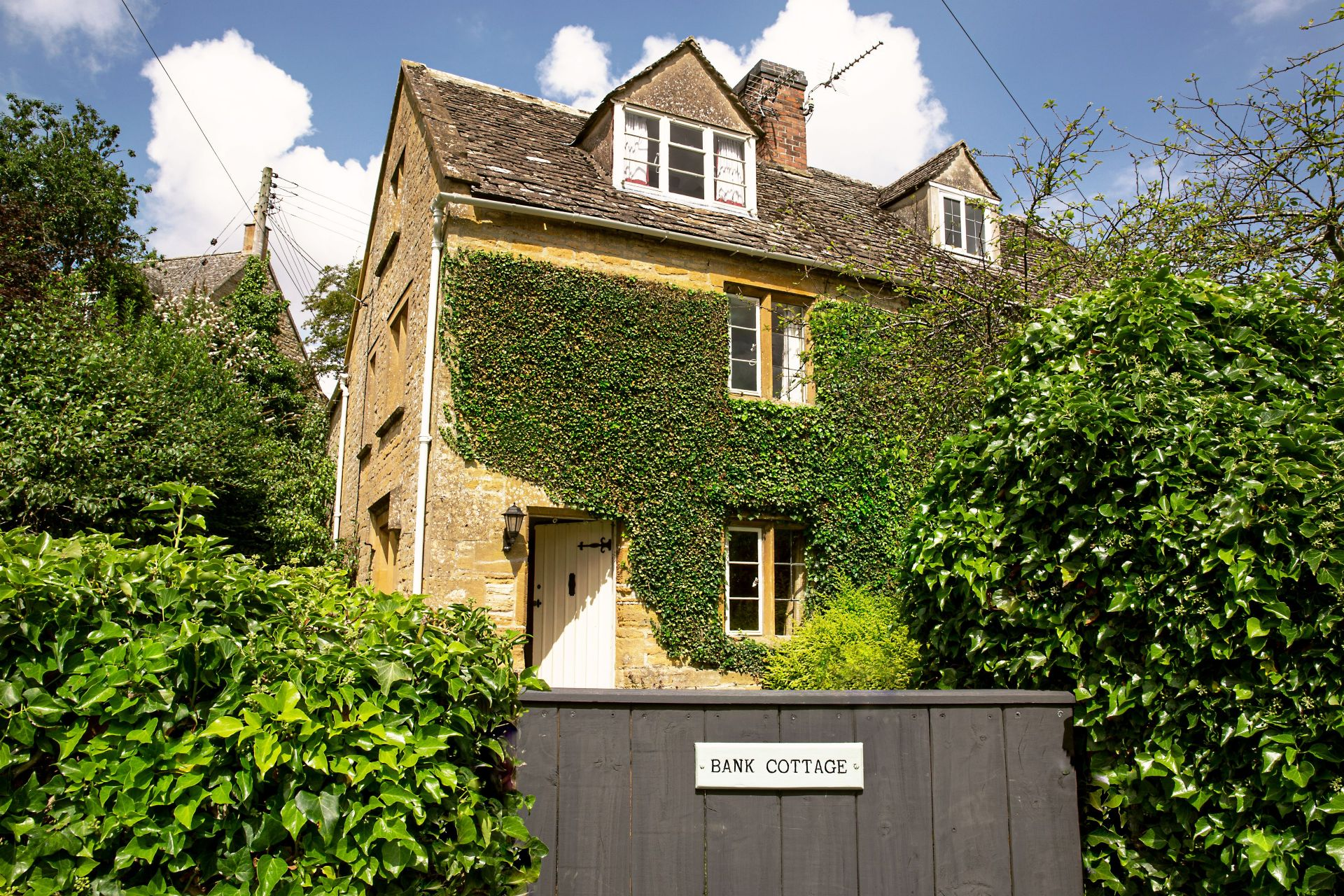 Bank Cottage (Longborough) a british holiday cottage for 6 in ,