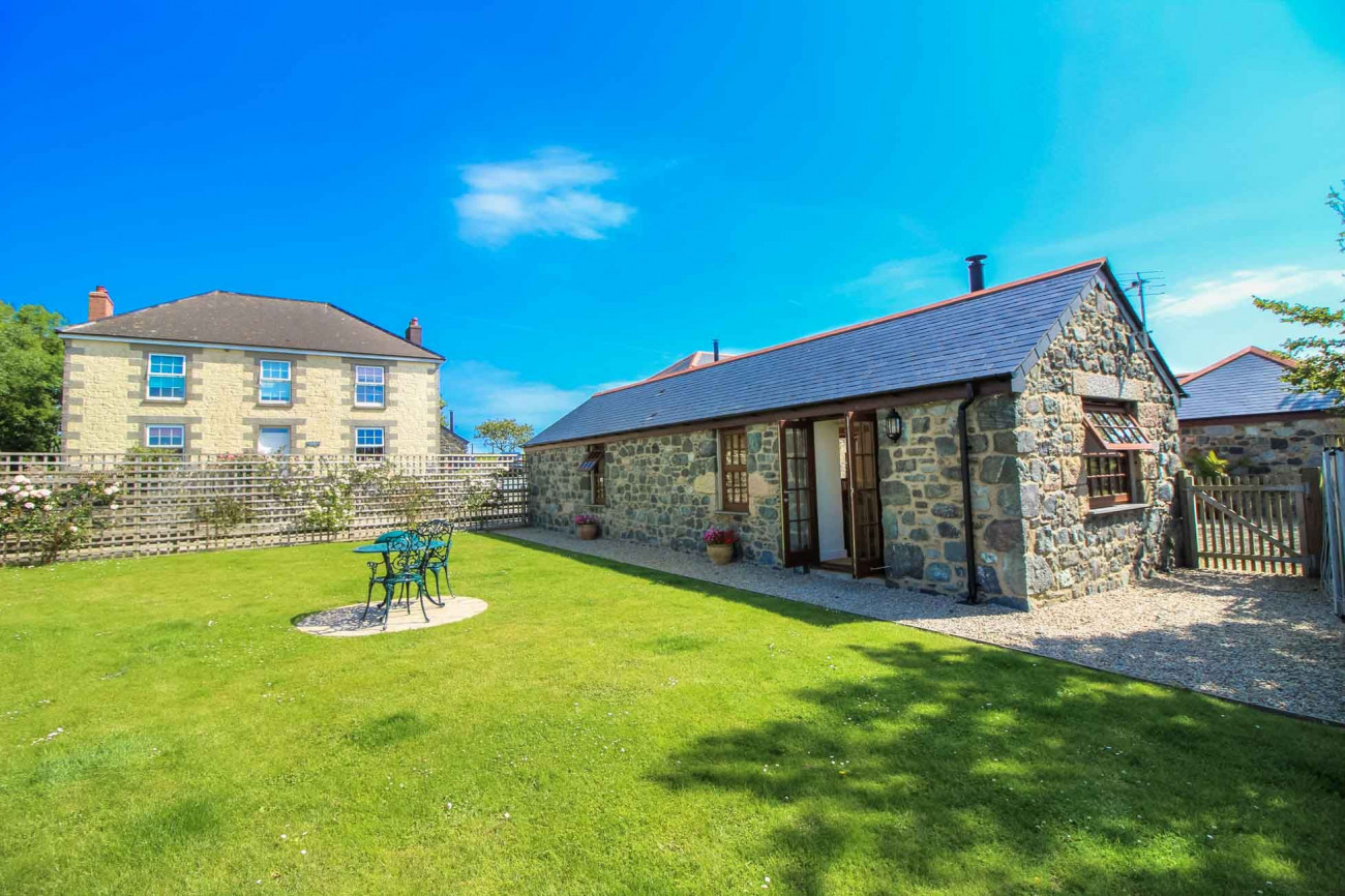 Manor Arvor a british holiday cottage for 2 in ,