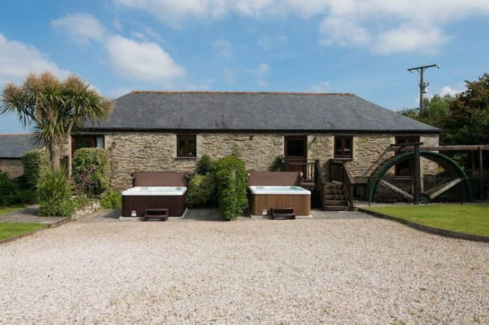 Goonwinnow Farm Cottages a british holiday cottage for 19 in ,