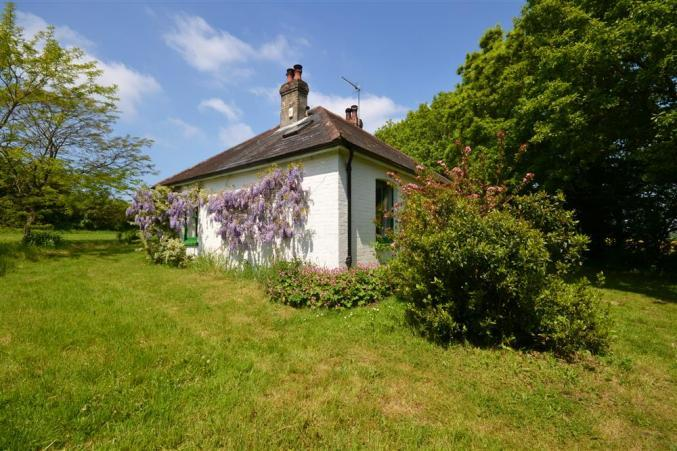 Pinns Farm Bungalow a british holiday cottage for 4 in ,