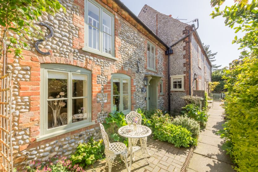 Hollyhock Cottage a british holiday cottage for 4 in ,