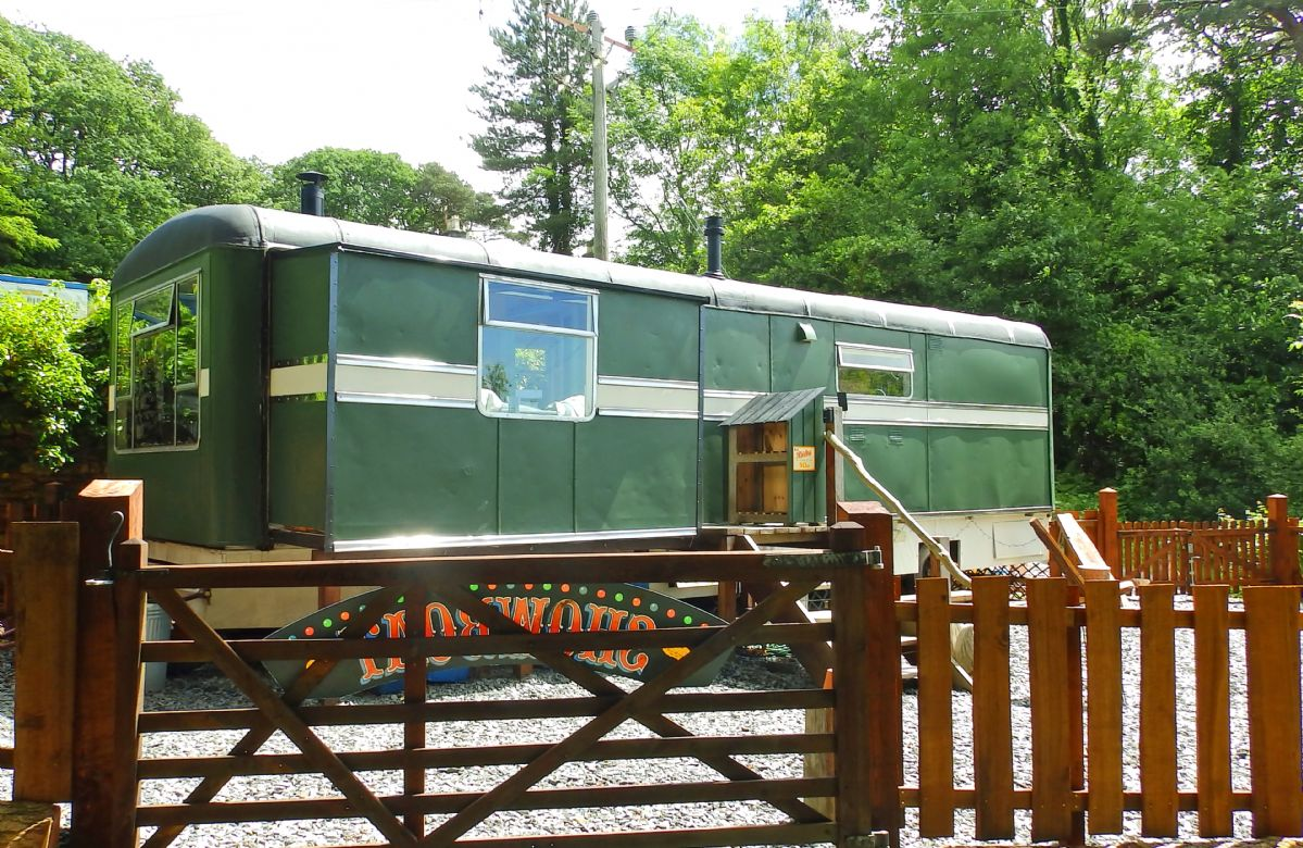 Showman's Wagon a british holiday cottage for 2 in ,