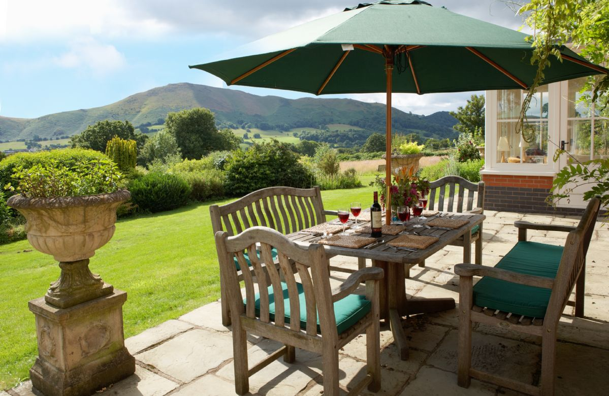 The Oaks a british holiday cottage for 10 in ,