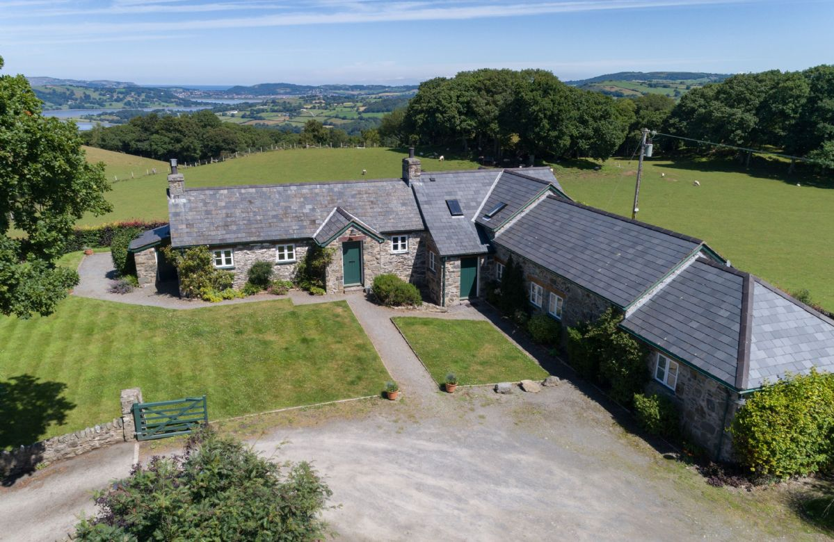 Ty Newydd a british holiday cottage for 8 in ,