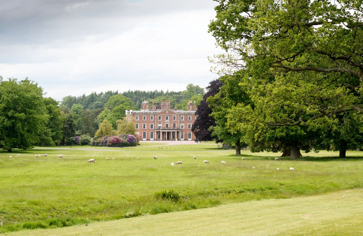 Weston Park a british holiday cottage for 54 in ,