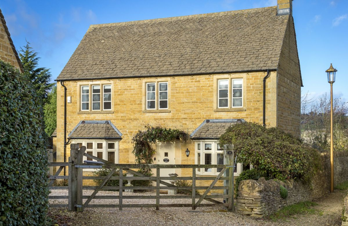 Compton House a british holiday cottage for 7 in ,