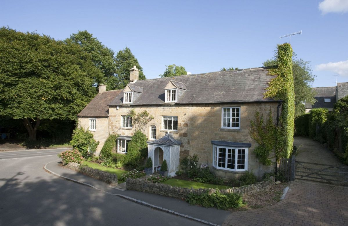 Wolds End House a british holiday cottage for 8 in ,