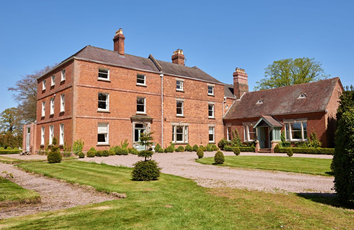 Sugnall Hall a british holiday cottage for 28 in ,