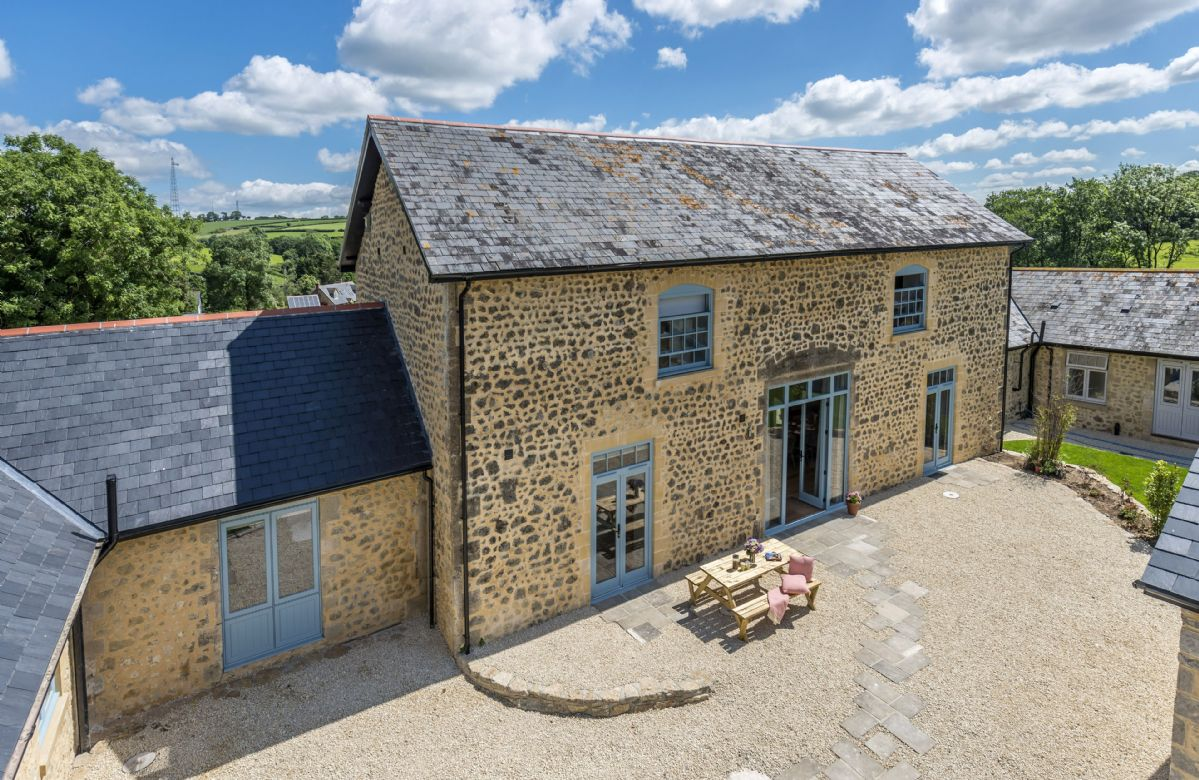 Drackenorth Lodge a british holiday cottage for 8 in ,