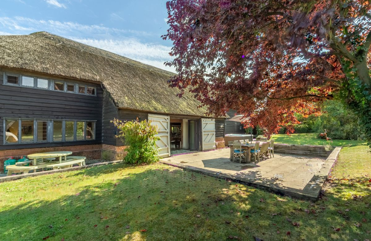 Butley Barn a british holiday cottage for 14 in ,