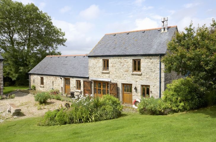 Tregadjack Barn a british holiday cottage for 4 in ,