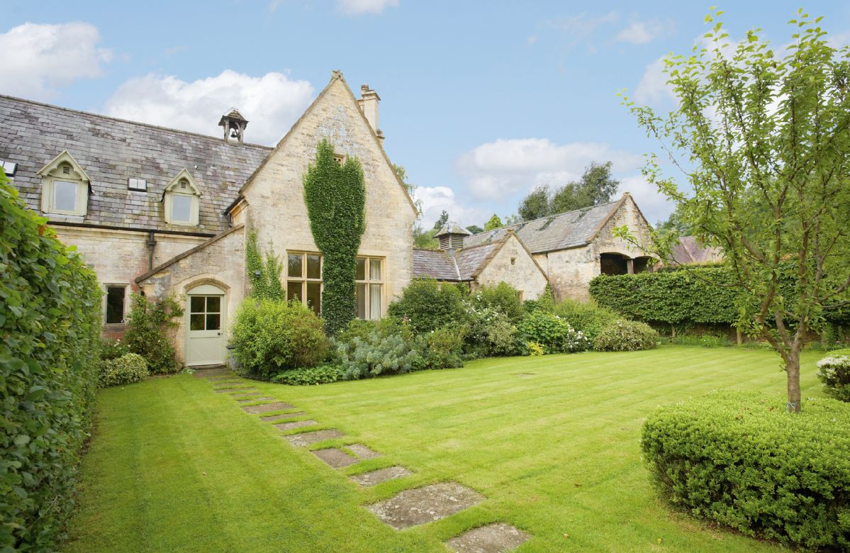 Bellhouse a british holiday cottage for 8 in ,