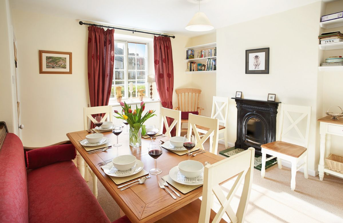 Harwood Cottage a british holiday cottage for 6 in ,