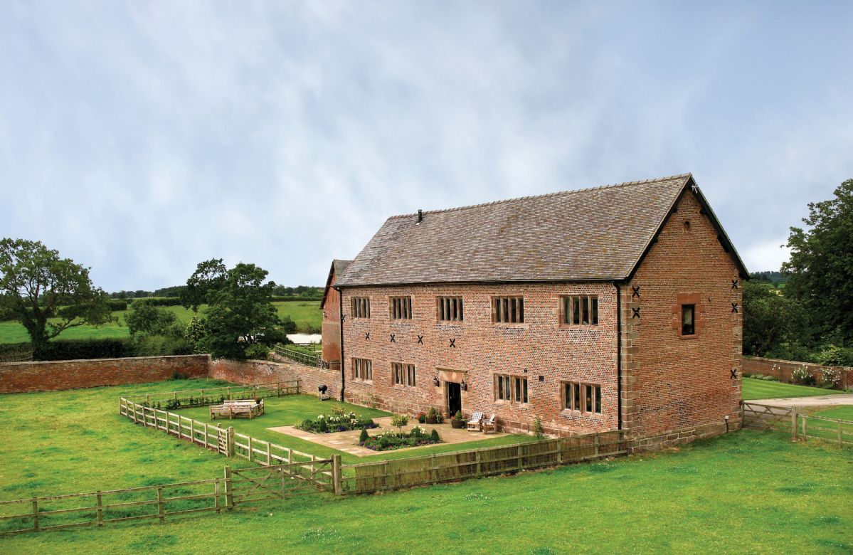 Cromwells Manor a british holiday cottage for 8 in ,