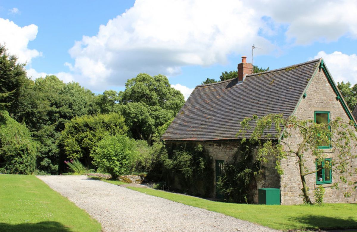 Dovedale Lodge a british holiday cottage for 4 in ,