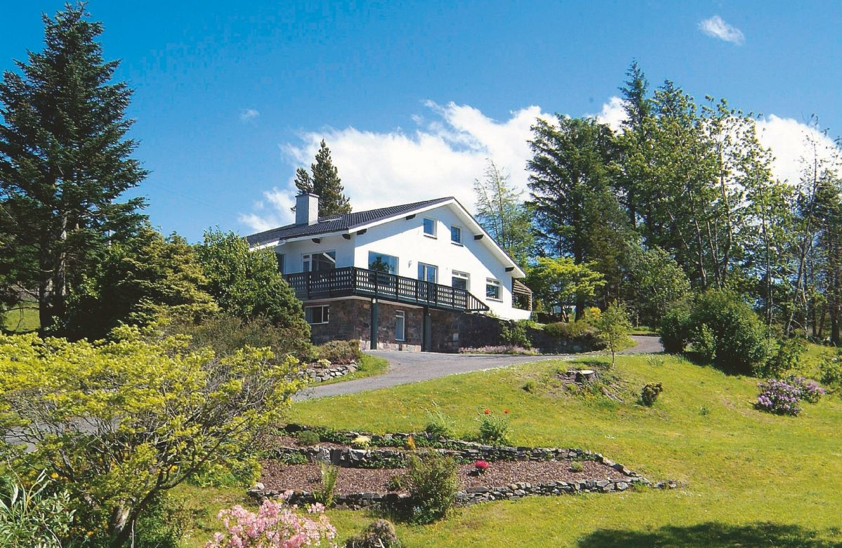 Achnandarach Lodge a british holiday cottage for 9 in ,