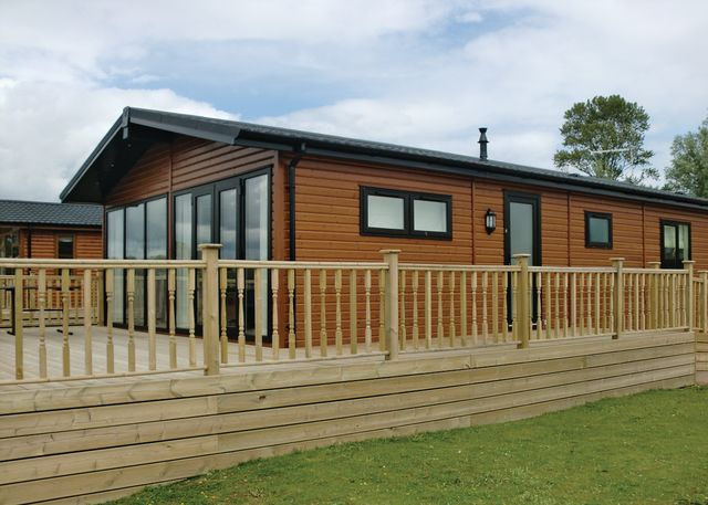 Tallington Lakes Leisure Park Holiday Lodges In Lincolnshire