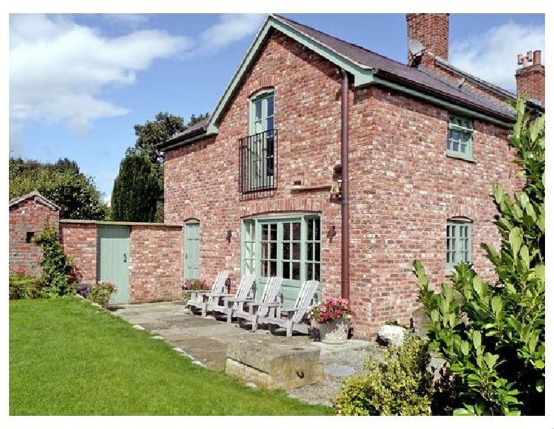 Glan Clwyd Isa - Cae Caled Cottage a british holiday cottage for 2 in ,