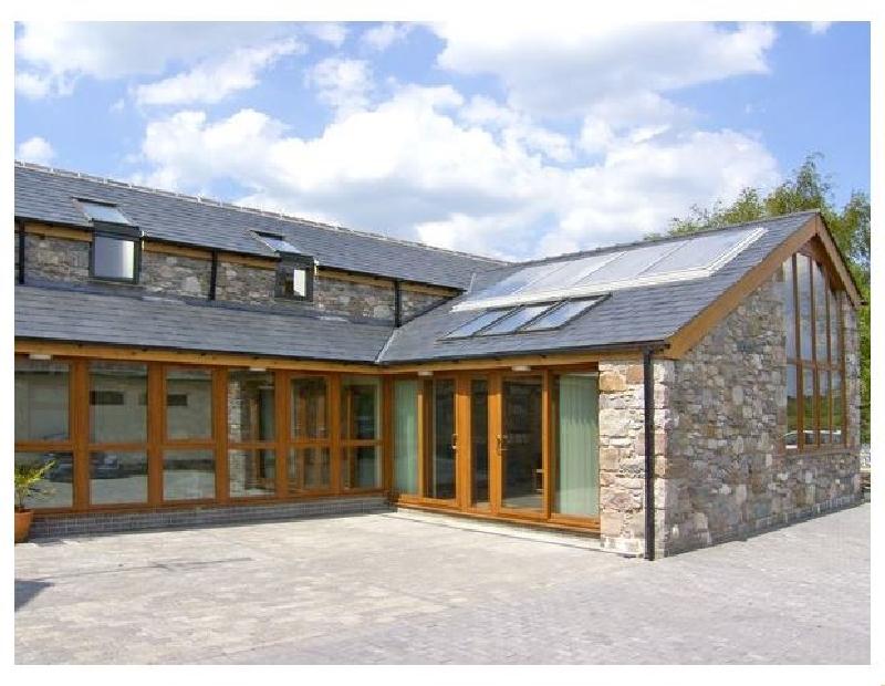 Ddol Helyg Barn a british holiday cottage for 14 in ,