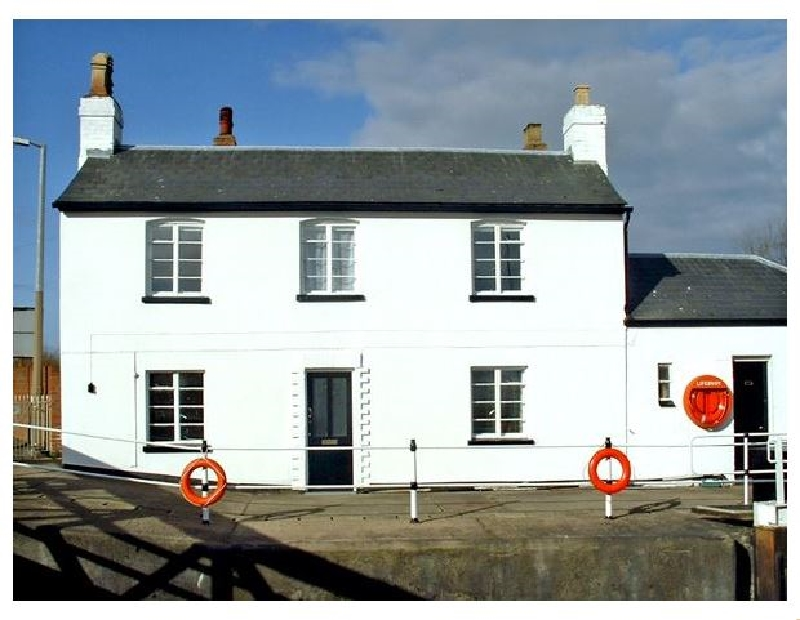 The Lock House a british holiday cottage for 6 in ,