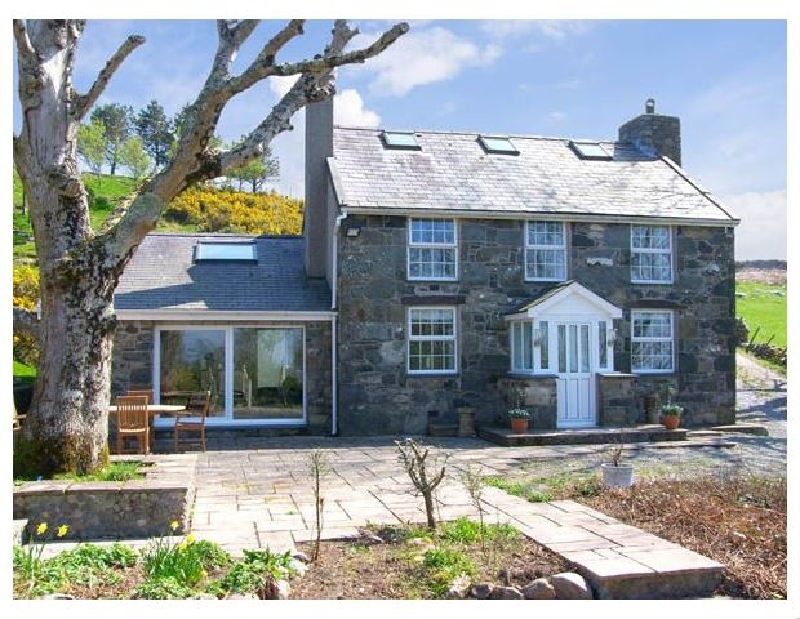 Owl Farmhouse a british holiday cottage for 8 in ,
