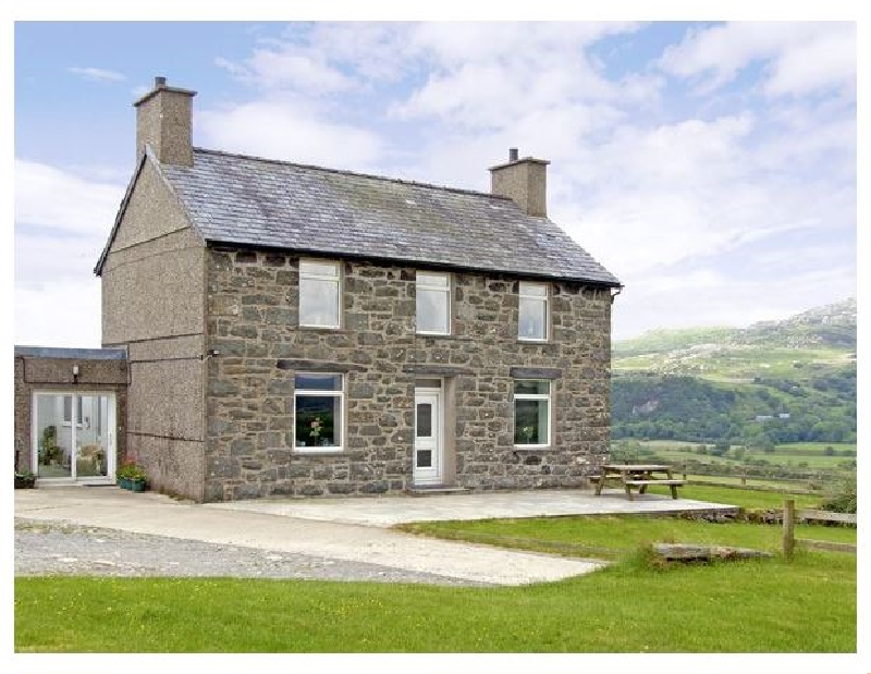Click here for more about Ymwlch Bach Farmhouse