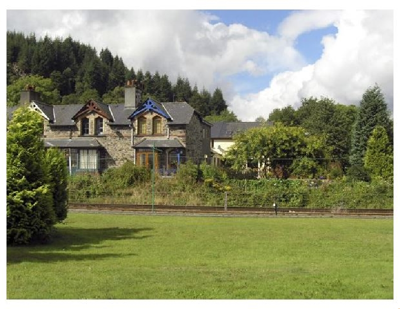 No 1 Railway Cottages a british holiday cottage for 5 in ,