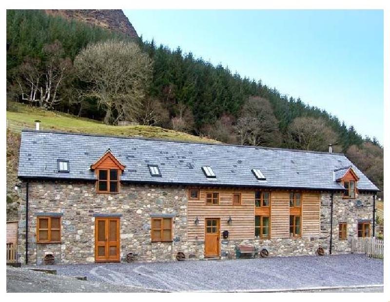 Ysgubor Pwlliago a british holiday cottage for 11 in ,