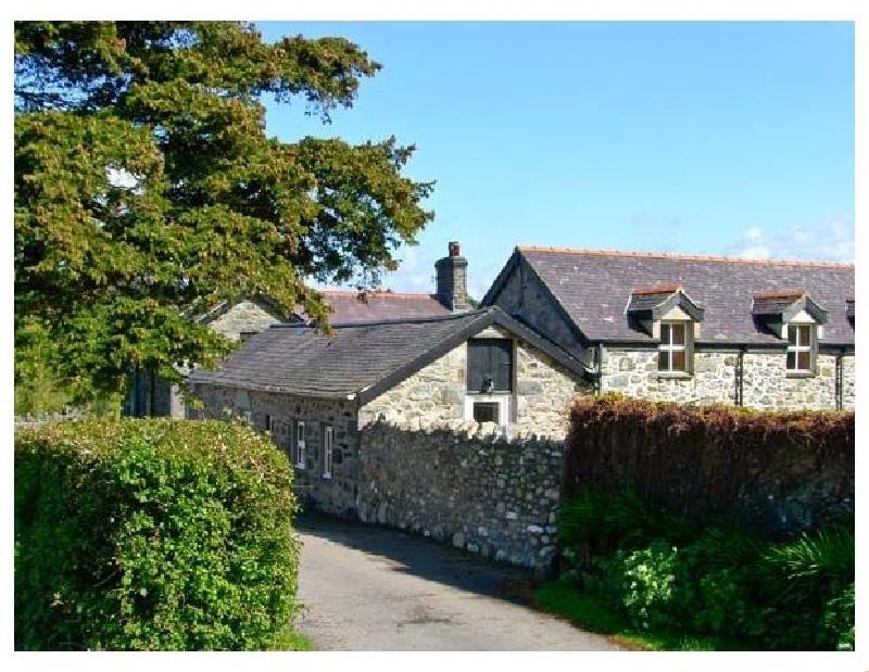 Llys Y Wennol a british holiday cottage for 6 in ,