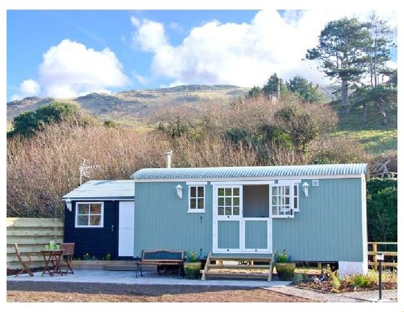 The Shepherd's Hut a british holiday cottage for 2 in ,