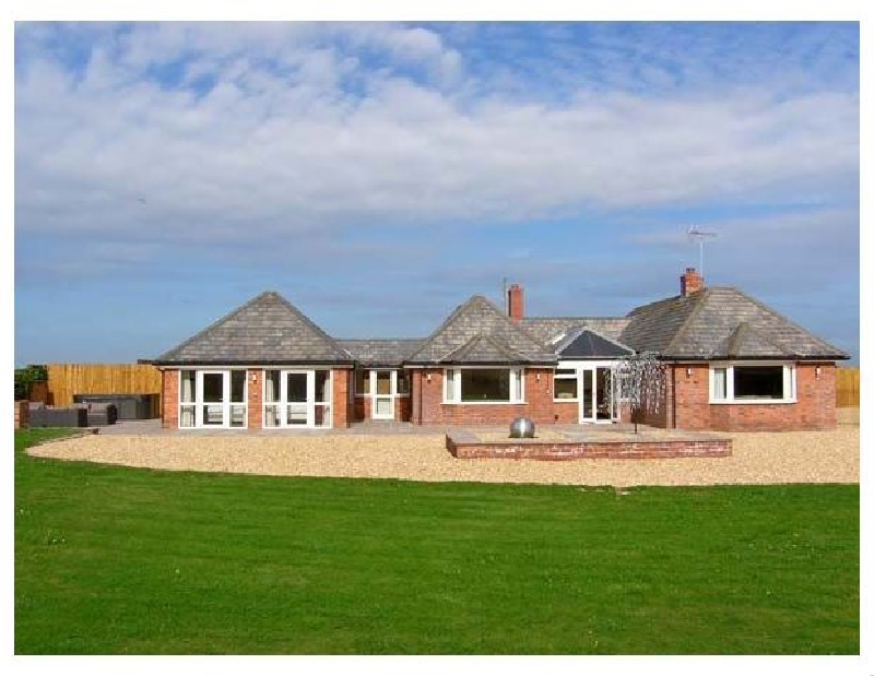 Lower Lodge a british holiday cottage for 8 in ,
