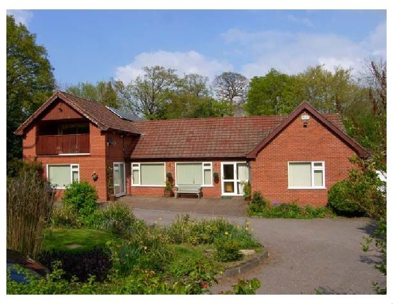 Llys Offa a british holiday cottage for 11 in ,