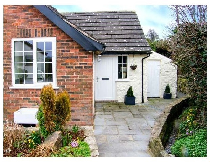 Castle View Cottage a british holiday cottage for 4 in ,