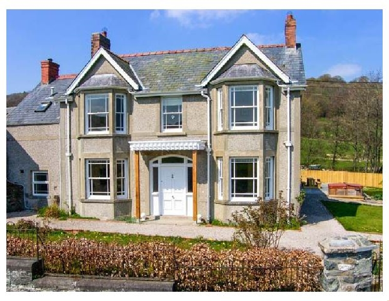 The Farm House a british holiday cottage for 12 in ,