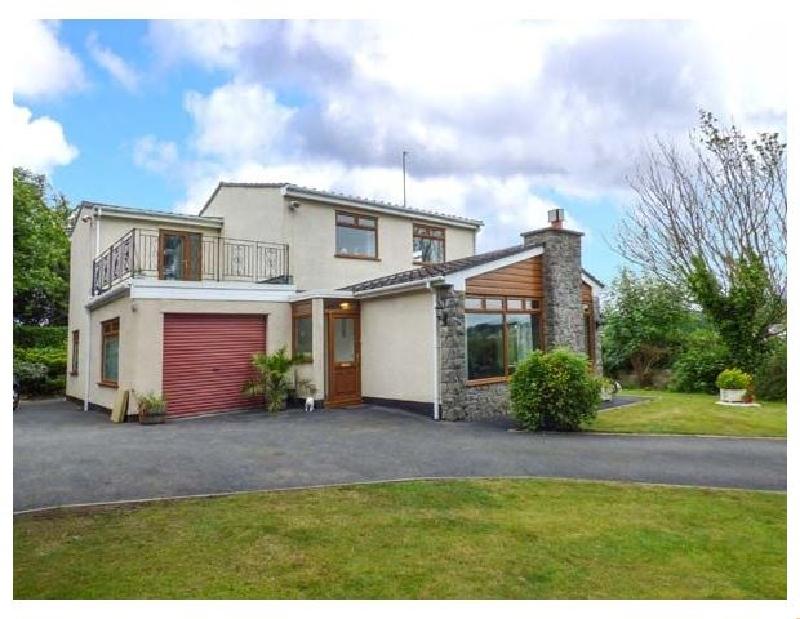 Llys Myrddin a british holiday cottage for 7 in ,