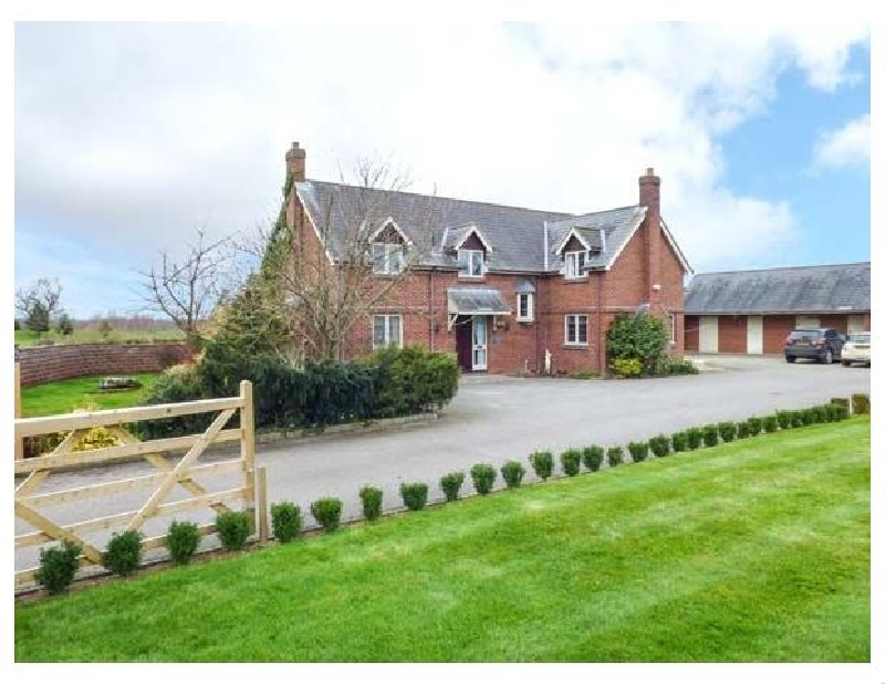 Manor Wood a british holiday cottage for 10 in ,