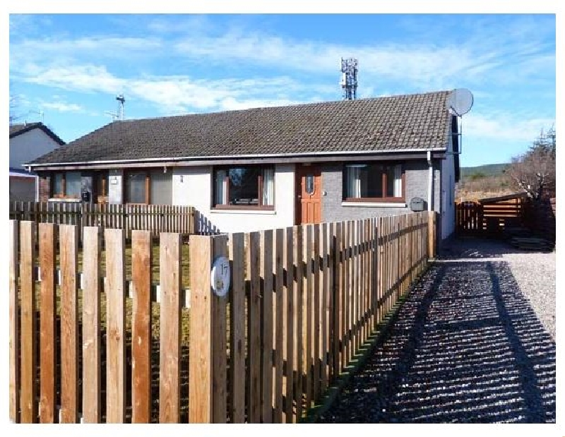 17 Lockhart Place a british holiday cottage for 5 in ,