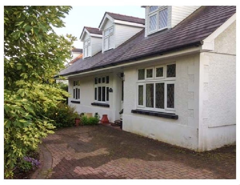Holywell a british holiday cottage for 12 in ,