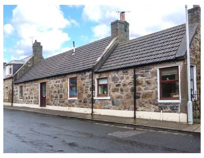 The Hamely Hoose a british holiday cottage for 6 in ,