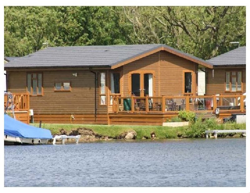 Lakeside Lodge a british holiday cottage for 4 in ,