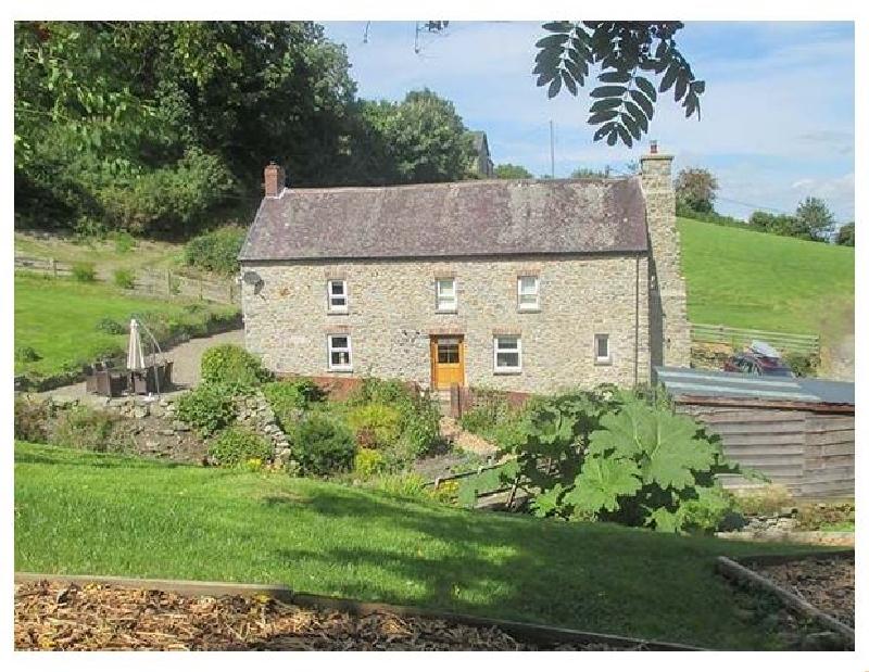 Cwmllechwedd Uchaf a british holiday cottage for 8 in ,