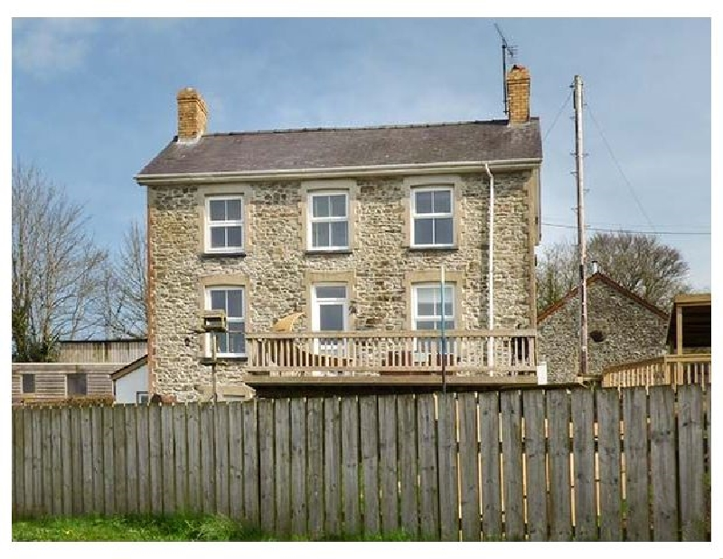 The Farmhouse a british holiday cottage for 8 in ,