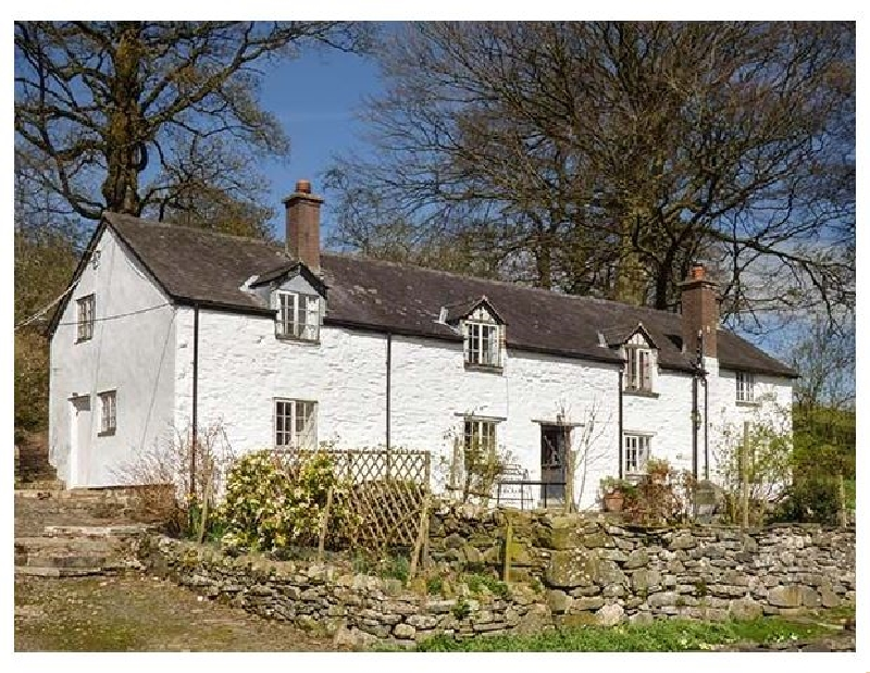 Llwythder Ucha a british holiday cottage for 8 in ,