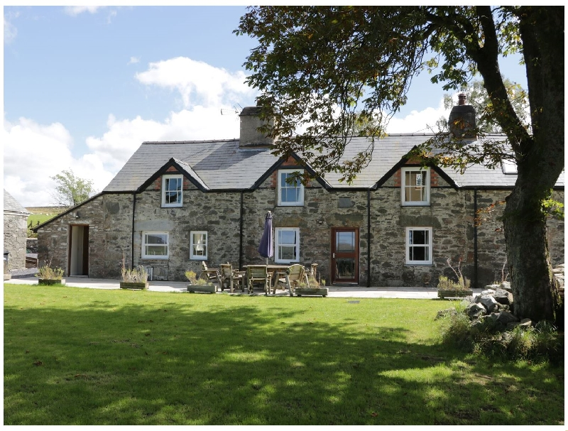Farmhouse a british holiday cottage for 12 in ,